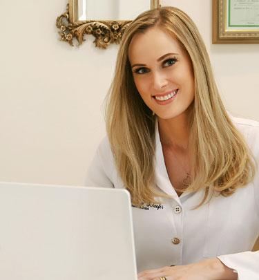 Dra.-Gabriela-Pfitzer-Dermatologia-e-Saude