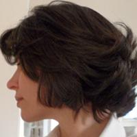 Se você cortar os cabelos curtos, vai ver menos cabelos no chão ou no ralo do banheiro, porque estarão menores