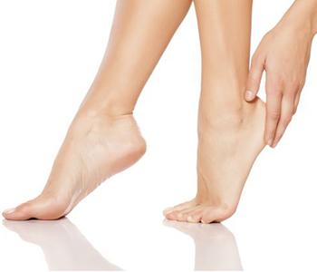 pes-ressecados-como-cuidar-dermatologia-e-saude-350x300